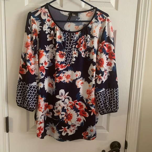 new directions Tops - Women's blouse